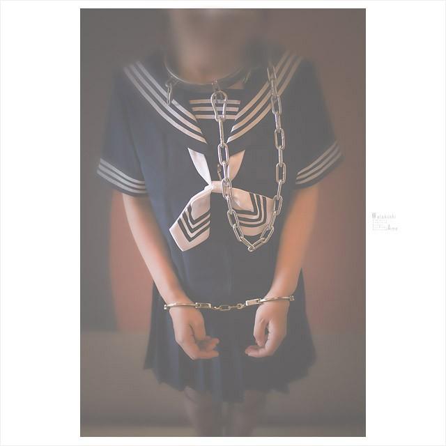 セーラー服と金属拘束具。制服M女はアブノーマル拘束が似合う コスプレ調教・制服奴隷