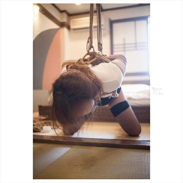 床までよだれを垂らすM女。緊縛されてボールギャグ。 コスプレ調教・制服奴隷