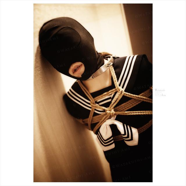 全頭マスクのセーラー服マゾ女。ブルマにピンクローターを入れて調教。 コスプレ調教・制服奴隷