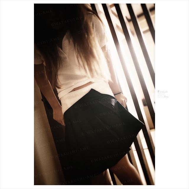 スカートの下は紙おむつ。素人M女の脱衣写真。 大量浣腸・浣腸プレイ