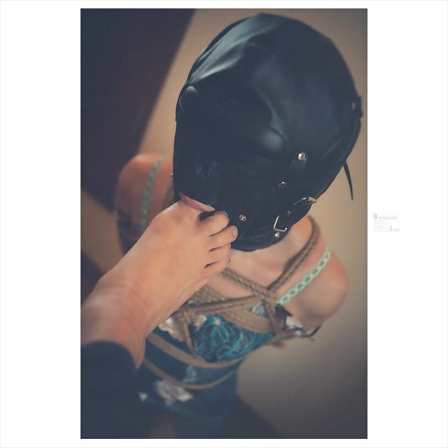 全頭マスクで正座の奴隷。M女に土下座挨拶をさせてから足指を舐めさせるSM奉仕調教。 奴隷調教・主従調教