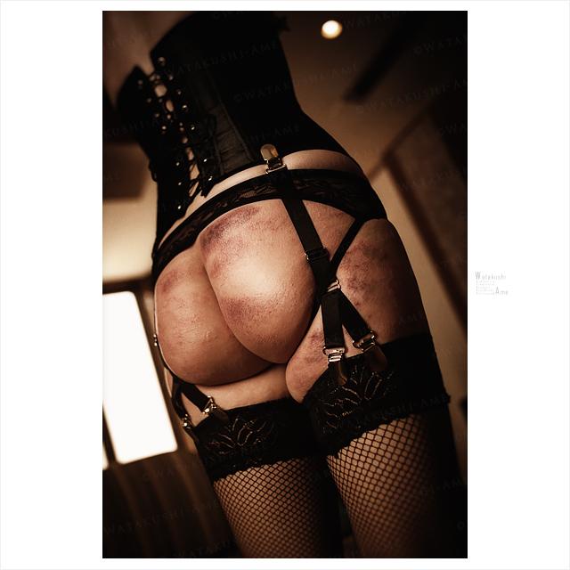 SM調教と鞭打ち。素人M女の尻を一本鞭で鞭痕だらけにしてみる。 主従調教・SM調教