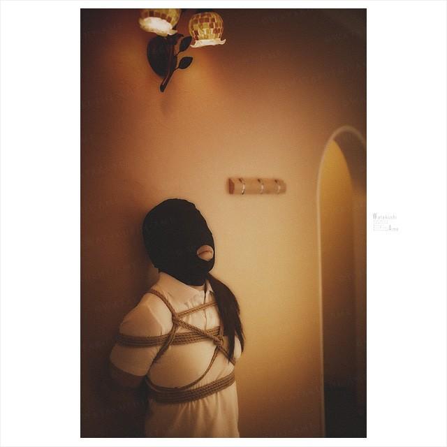 緊縛M女と全頭マスク。スカートを脱がせてSM調教。 緊縛奴隷・緊縛調教