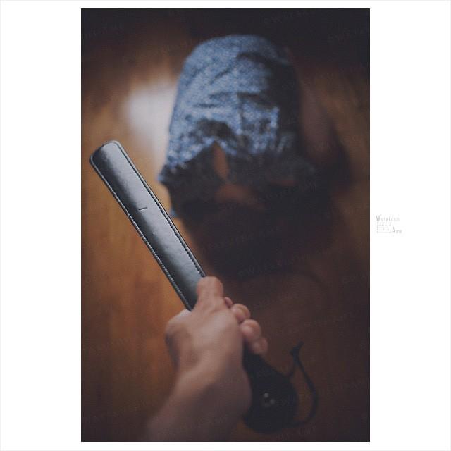 [アイテム紹介]スパンキング用革パドル。調教バッグに常備がおすすめ。 SMグッズ・調教グッズ紹介