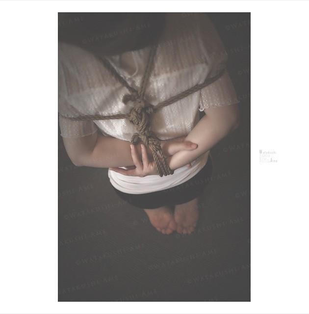 [tips]着衣で簡単緊縛。麻縄1本でお手軽にM女を緊縛してみる tips・SMプレイ考察