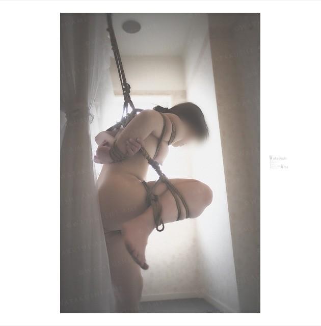 素人M女を片足吊り。SM奴隷の放置責め 緊縛奴隷・緊縛調教