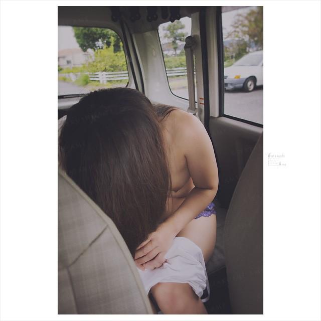 パイパン奴隷を車内で全裸にする。全裸にした後はM字開脚で羞恥調教 野外露出・野外調教