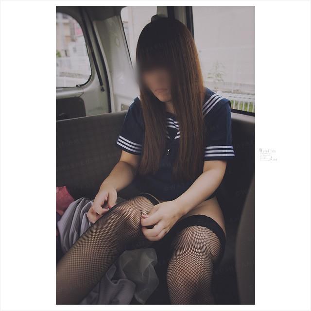 マゾ奴隷は露出調教で恥を晒す。車内でセーラー服に着替える素人M女 コスプレ調教・制服奴隷
